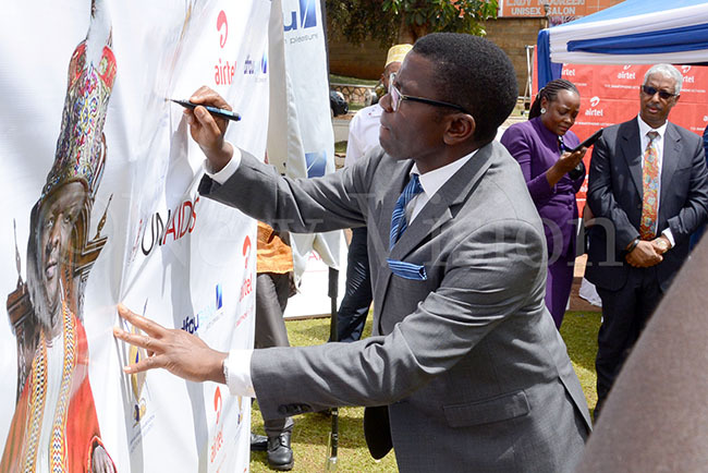 he atikkiro of uganda harles eter ayiga signs on a pullup banner to launch the new 20202022 abaka irthday un theme at ulange ov 25 2019