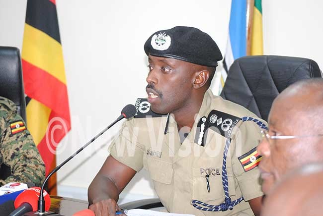 eputy nspector eneral of olice aj en abiiti uzeeyi unveiling new security measures to curb crime ile photo