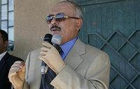 Yemen's Saleh signs power transfer deal