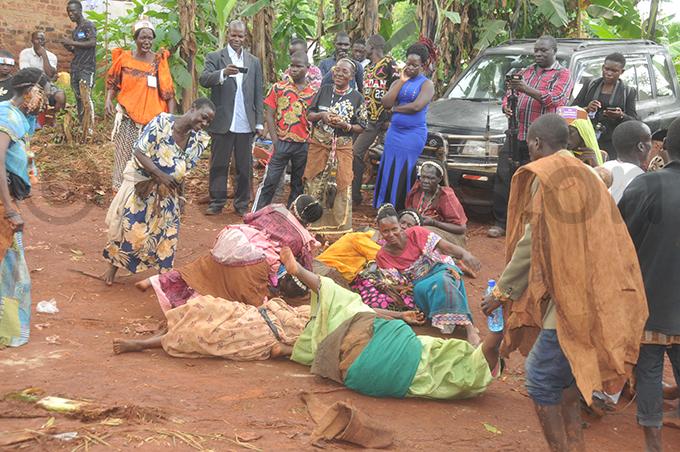 baswezi take a tumble while performing rituals hoto by onald iirya