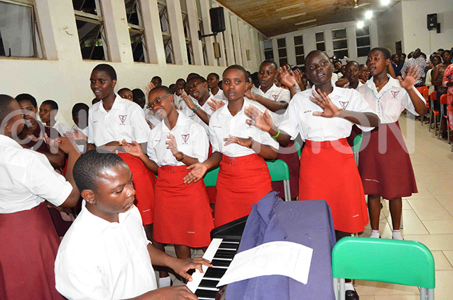 he chapel choir of rinity ollege abbingo leading the singing during the memorial mass