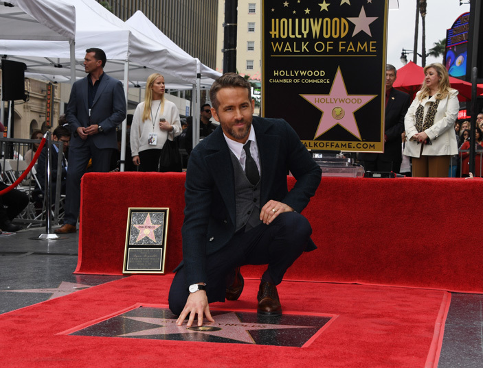 ctor yan eynolds touches his star during his ollywood alk of ame ceremony in ollywood alifornia on ecember 15 2016   hoto  ark alston