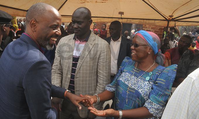 s alamu usumba right greeting usoga prime minister r oseph uvawala left as the kingdoms culture minister ichard afumo looks on hoto by onald iirya