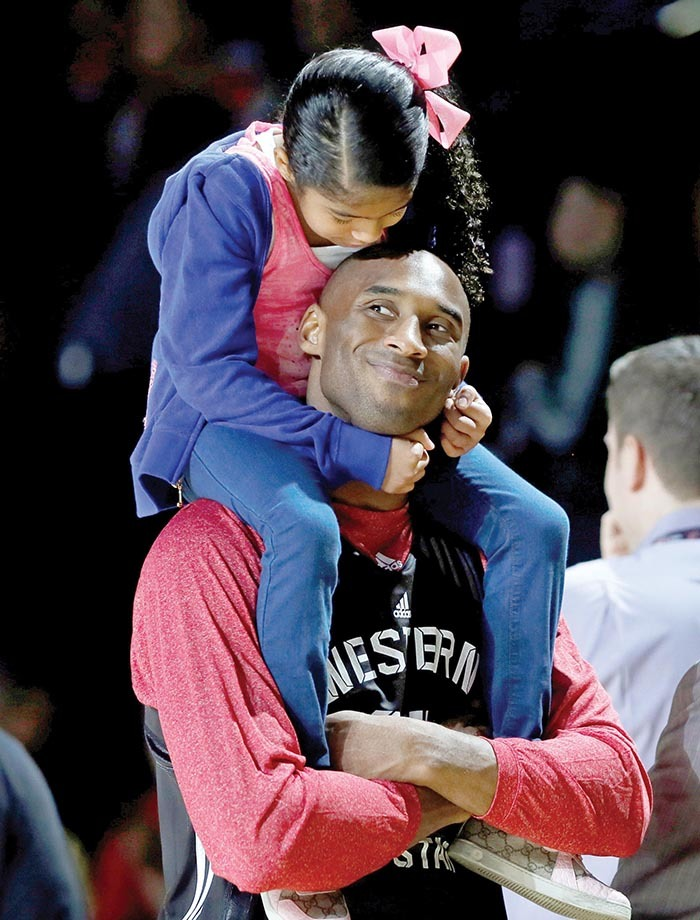 os ngeles akers obe ryant holds his daughter atalia during practice for the  lltar basketball game in ouston exas ebruary 16 2013  ucy icholsonile hoto