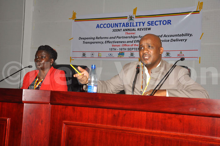 he  coordinator ulius ukunda right and the chairperson of ublic ccounts ommittee of arliament ngelina sege