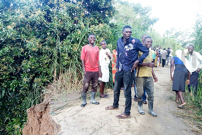 esidents survey the damage hoto by eofrey yamwongera