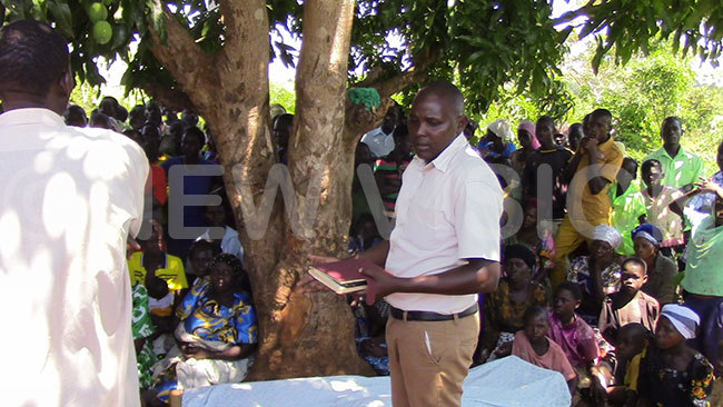 assan herenget talks to residents in usaamu village during the funeral