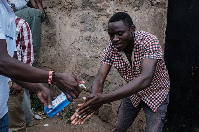 health worker gives antiseptic gel to a man in front of the apartment where the first enyan patient of the 19 coronavirus stayed in ngata ongai neighboring town of airobi enya on arch 14 2020  enya announced on arch 13 2020 the first confirmed case of coronavirus in ast frica as the region so far unscathed by the global pandemic scaled up emergency measures to contain its spread  27yearold enyan woman tested positive for the virus on arch 12 in airobi a week after returning from the nited tates via ondon hoto