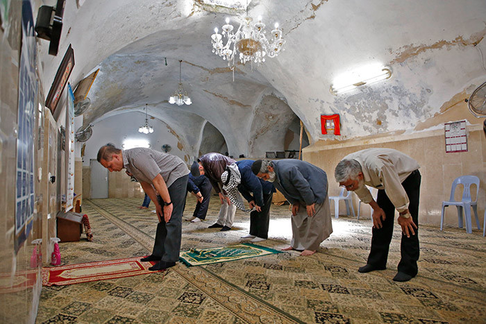 alestinian worshippers in a smaller number than usual perform the riday prayers during the uslim holy month of amadan inside an old mosque in the old city of the est ank town of ebron on ay 8 2020 amid the novel coronavirus pandemic crisis hoto by