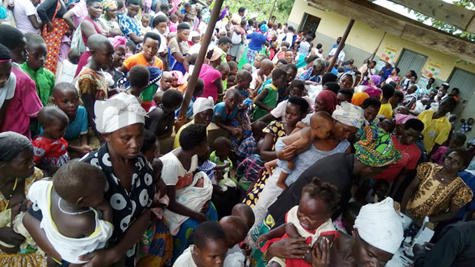peefu ealth entre  was overwhelmed by the sheer numbers hoto by smael asooha