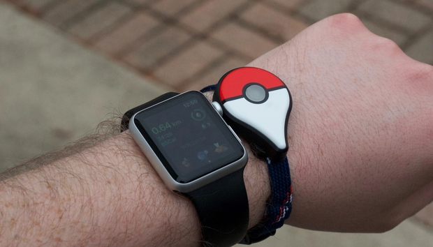 pokemongoapplewatchboth100705668orig