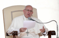 Put down those smartphones! - Pope rebukes snap-happy Christians