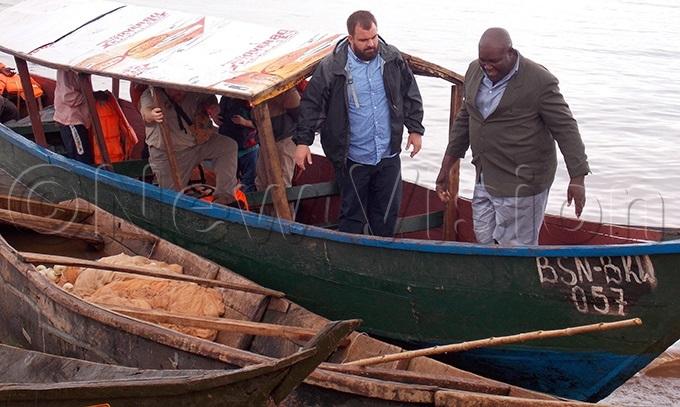 edical experts from t ohn mbulance ganda arriving at usana landing sitehoto by ouglas ubiru