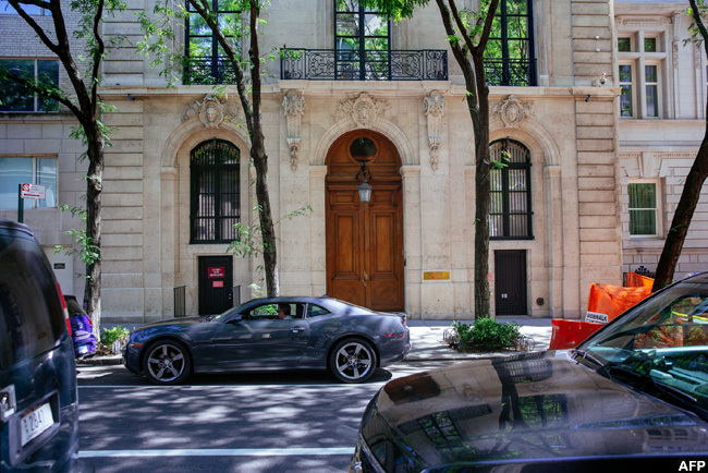 he exterior of the residence owned by effrey pstein on the pper ast ide in ew ork ity