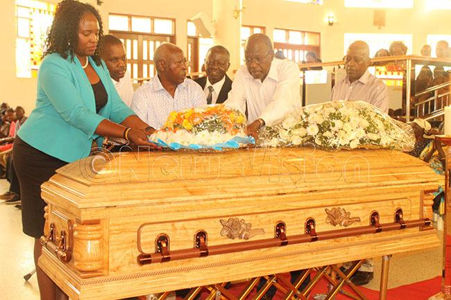 ganda olf lub members pay their last respect