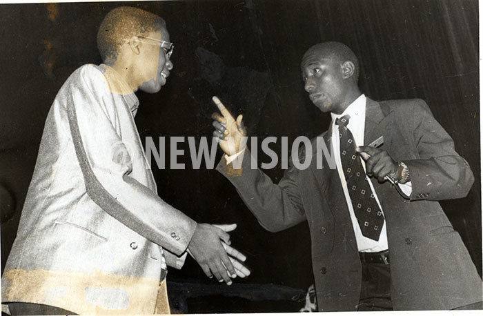 scene in the play he arthquake he headmaster eith ibirango left tries to bribe a  official amecka ukasa