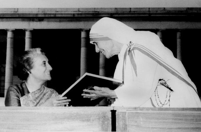 oman atholic nun other eresa  with ndias rime inister ndira andhi in ew elhi on ovember 18 1972