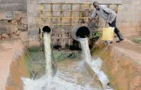 Kampala empties trash into Victoria