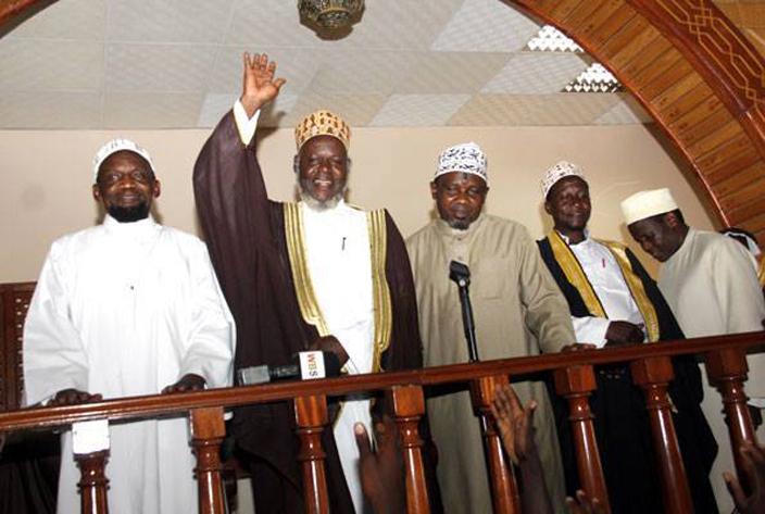 eft right heikh akeeto ufti haban ubajje heikh ahya wanje with other sheikhs