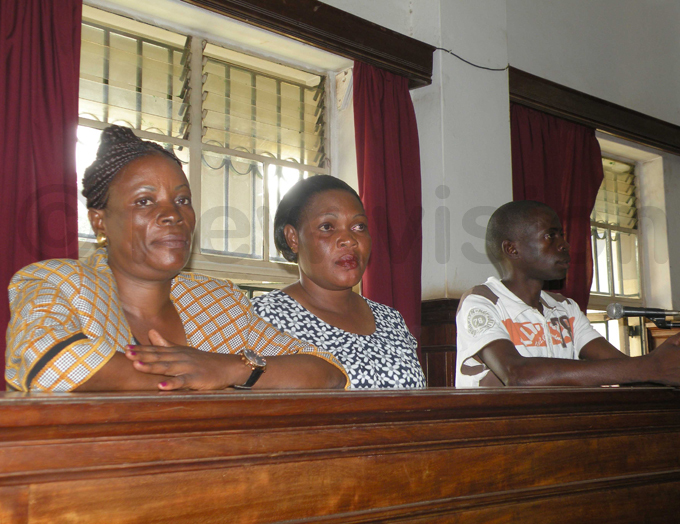 abikolo her sister andra akungu and shiraf adin all in the dock at the igh ourt hoto by amadhan bbey