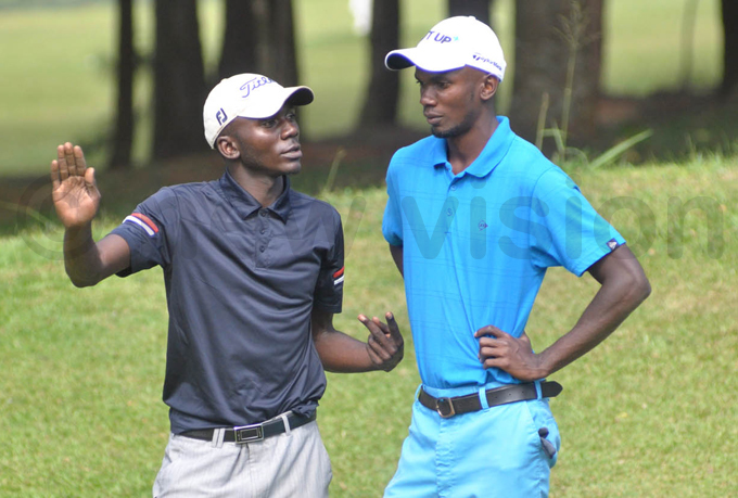 bra agalana  guides his brother ussein during round two hoto by ichael subuga