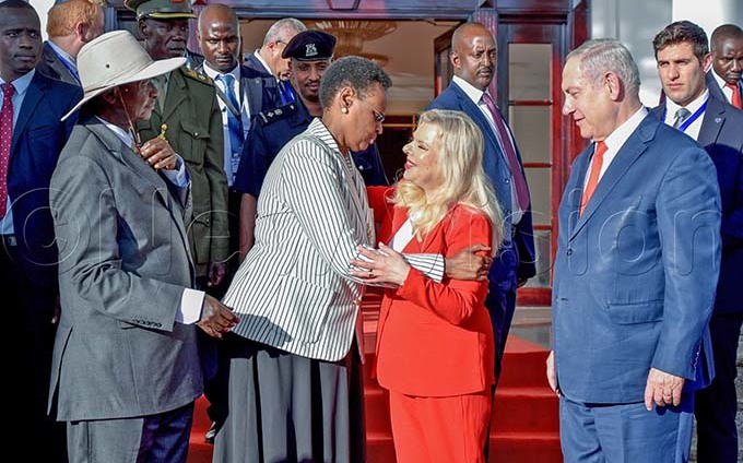 resident useveni and his wife anet useveni with the sraeli rime inister enjamin etanyahu and his wife ara etanyahu at tate house ntebbe on 03 ebruary 2020 hey were here for a one day official visit hoto by iriam amutebi