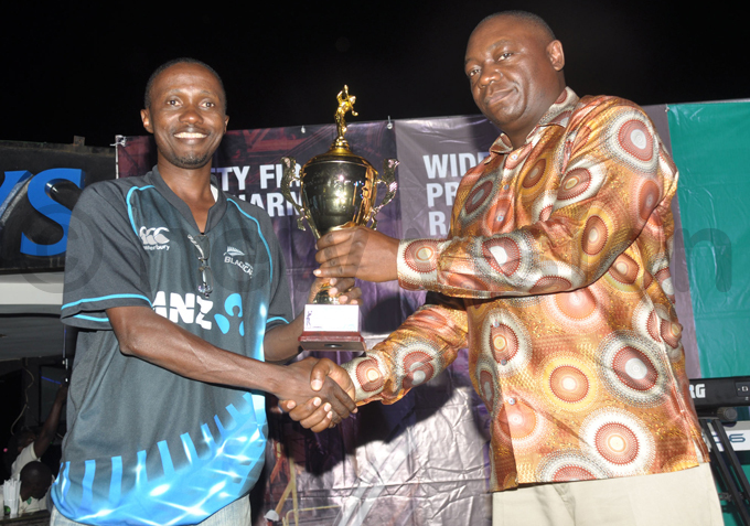 ackson avuma  receives the roup  winners trophy from  president ohnson molo hoto by ichael subuga