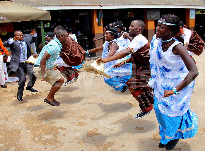 president usman kee and rally river mbrose yona join in the ikiga dance redit ohnson ere