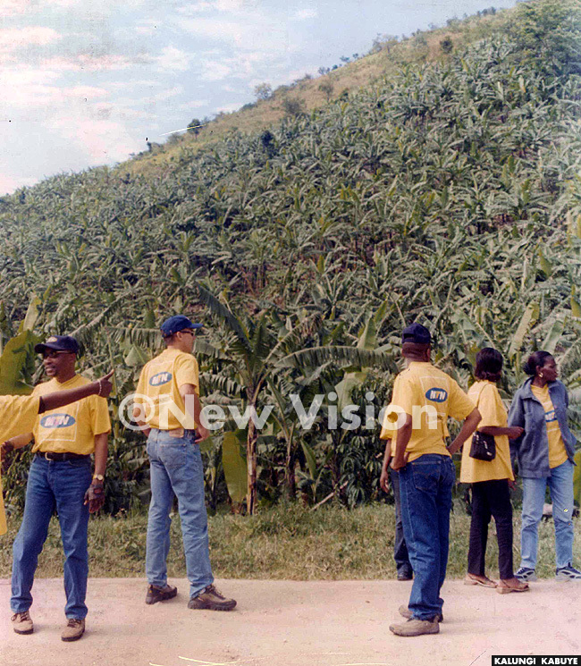 he  crew mesmerised by the bananacovered hills opf anungu before the anungu launch  ov 2002