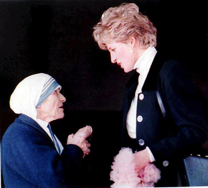 other eresa  chatting with iana rincess of ales during a visit to a convent in ome on ebruary 19 1992
