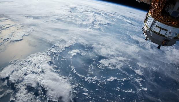 satelliteappleboeinggoogleinternetsatellites100719227orig
