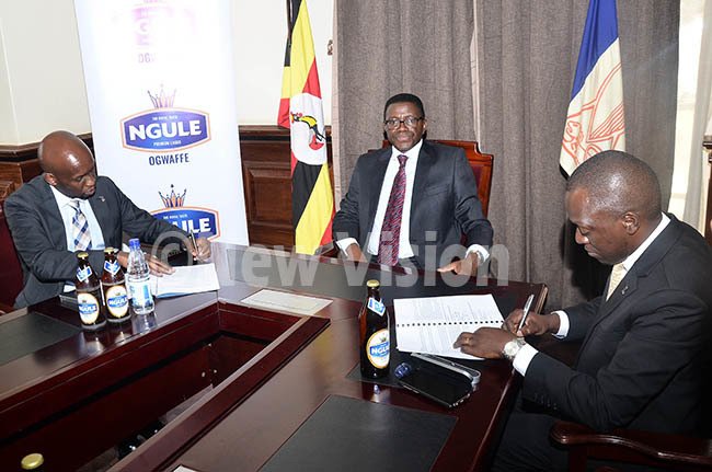 lvin bugualeft managing director of ganda reweries  looks on as harles eter ayiga the atikkiro of uganda sipping gule beer during the extension of three years partnership between uganda kingdom and ganda reweries for gule brand at ulange engo ampala on ov 1 2019 hoto by onnie ijjambu