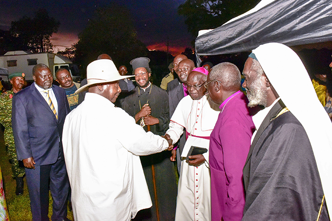 resident useveni chats with the rchbishop of ulu ohn aptist dama as other religious leaders look on  hoto