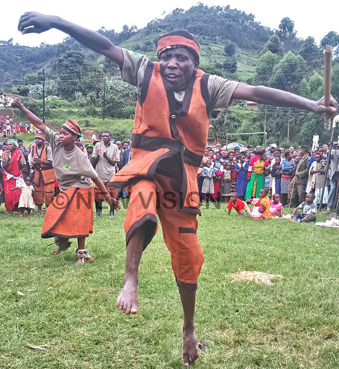 he atwa dance troupe show cases the traditional drammatic dance style immitating birds mammals and reptiles hoto by itus akembo