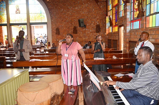 scanty chapel choir of sambya ospital leading the singing during r dumbas requiem mass on unday