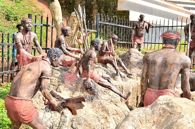 sculptor at amugongo nglican artyrs hrine depicting abaka wangas soldiers preparing to attack the hristian converts