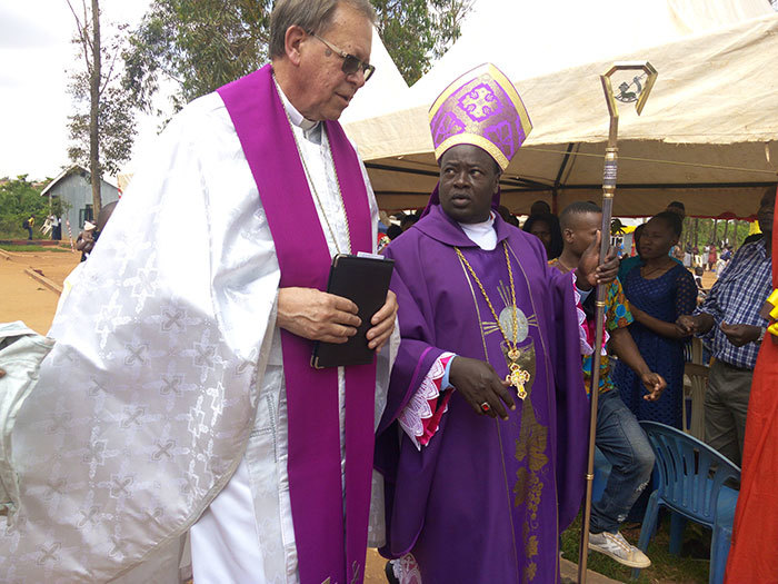 vangelic rthodox atholic  church atriarch erold liege chats with ishop ibuuka as they entered for liturgy on unday