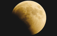 'Blood moon' eclipse delights young Kenyans