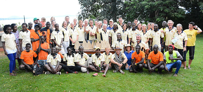ailors boatmen and support staff pose after the ganda aser pen at aazi