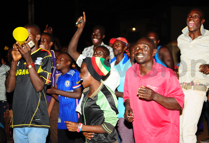 ans were in joyous mood earlier in the evening hoto by ulius enyimba