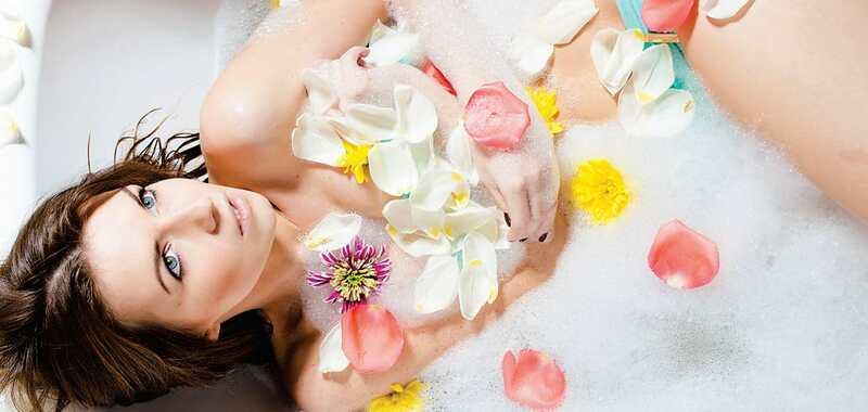 गर्मी मे फूलों के स्नान से बनें तरोताजा