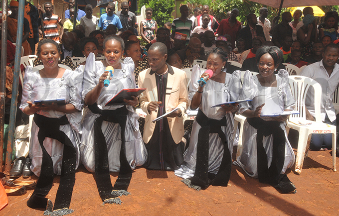 choir from the ondism aith singing during the ceremony hoto by onald iirya