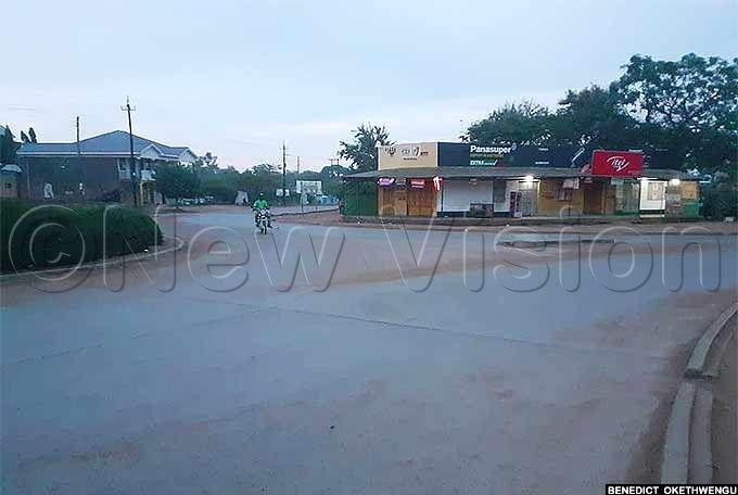 fter 7pm ebbi town remained deserted veryone was in the confinement of their home hoto by enedict kethwengu