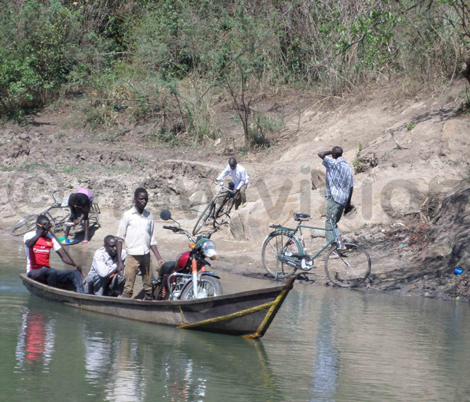 ocals have resorted to crossing by boat to the other side of the river hoto by ictoria beja