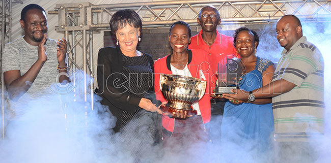 r aggie igozi 2nd left and sponsors representatives from astle ite ndrew tuhaire left cbanthony degwa back and ritam and  president va agala 2nd right pose with  rene akalembe after the astle ite ntebbe adies pen at ntebbe lub arch 2 2019