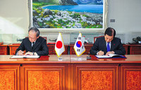 S. Korea, Japan sign controversial intelligence deal