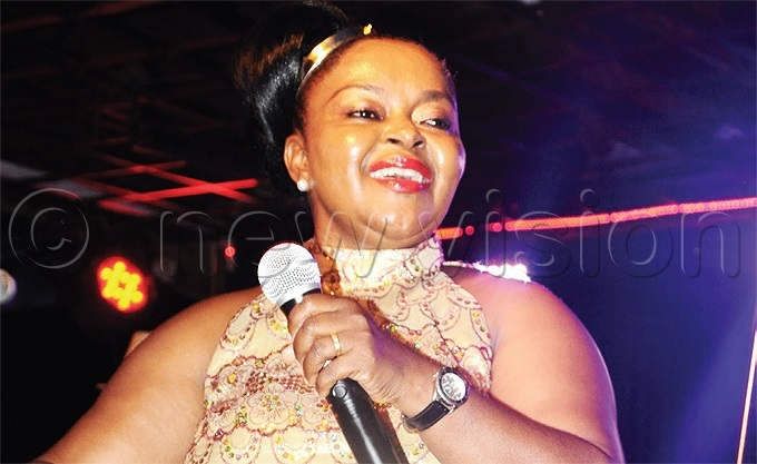 eteran singer oanita awalya is one of the seven featured artistes on kee endas song ile hoto