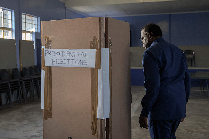 amibia incumbent resident and amibia ruling party outh est frica eoples rganization  presidential candidate age eingob enters a voting booth to electronically mark his vote  hoto