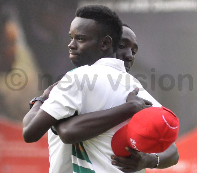 tile hugs dolf uhumuza after sinking the winning shot hoto by ichael subuga