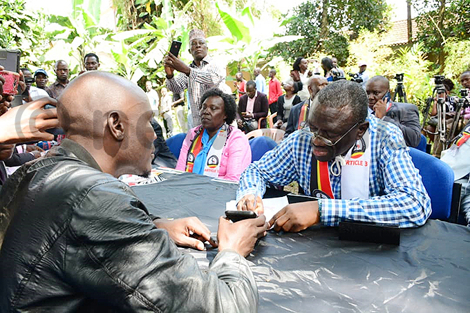 esigye signs the petition hoto by ddie sejjoba